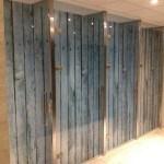 Glazen douches vd Valk hotel houtprint