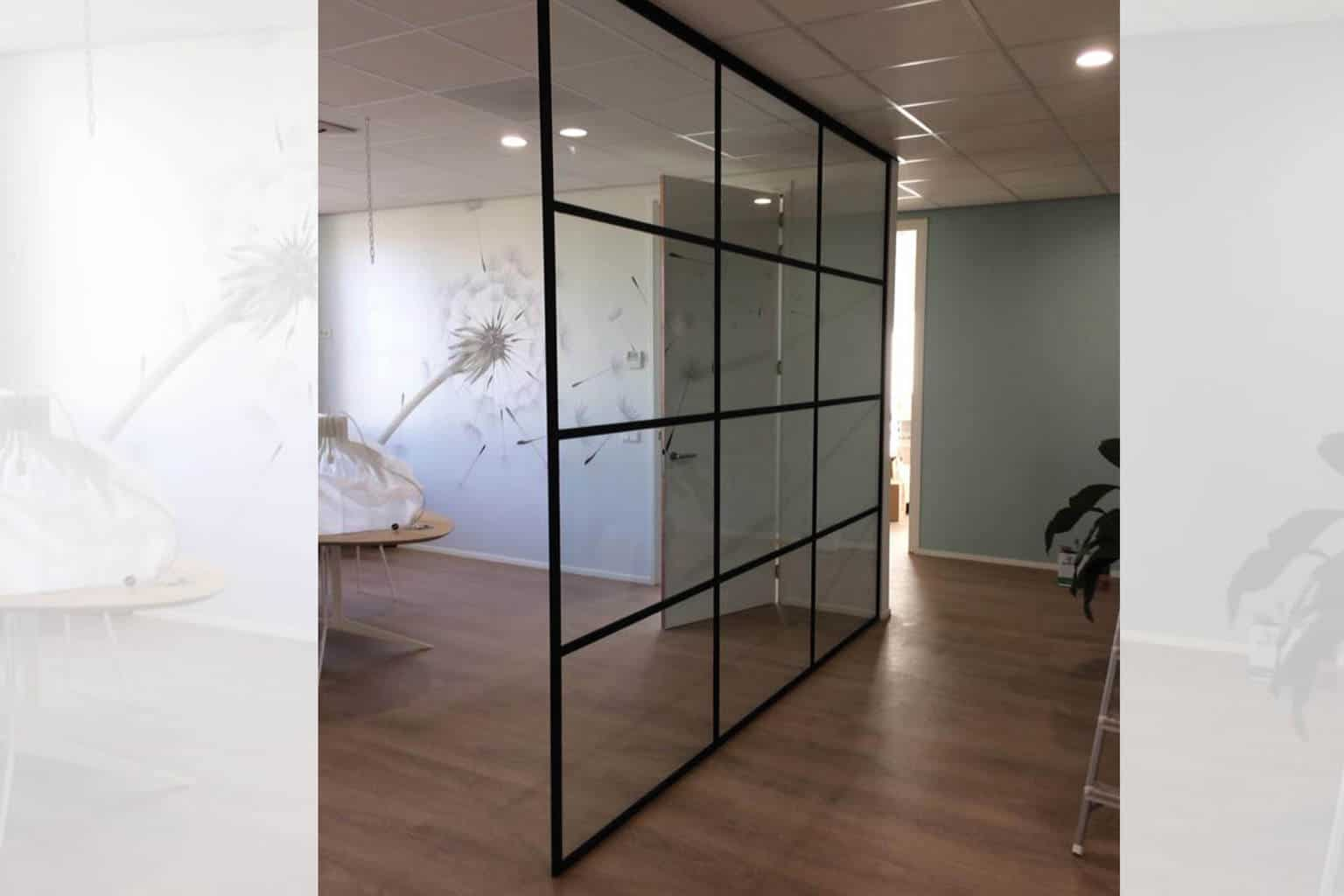 Glazen Wand Woonkamer : Glazen industriële look deur in huis? glass inside natuurlijk!