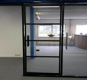 Glazen industri le look deur in huis glass inside natuurlijk - Afscheiding glas keuken woonkamer ...